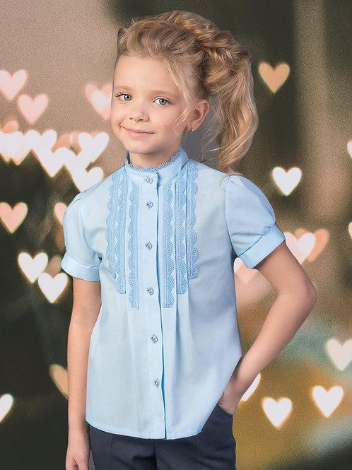 Нарядная голубая школьная блузка с узким кружевом арт. 11102.