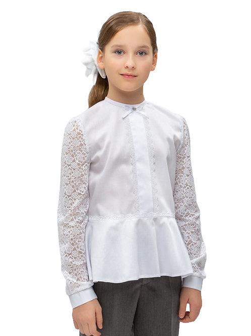 Белая нарядная блузка для девочки с гипюровым рукавом.