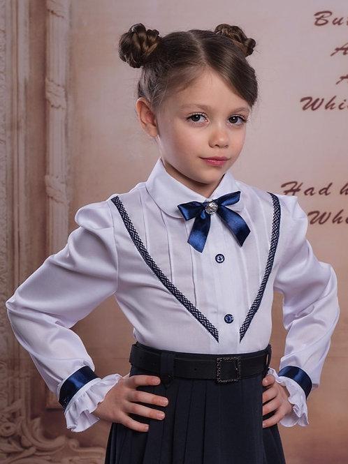 Нарядная белая блузка для школы с длинным рукавом и синим кружевом