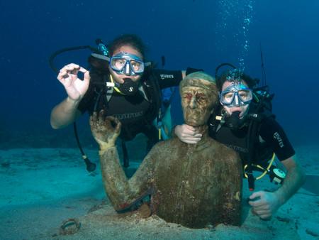 Les plongeurs aux bonnets rouge de l'Odysée sous marine du commandant Cousteau