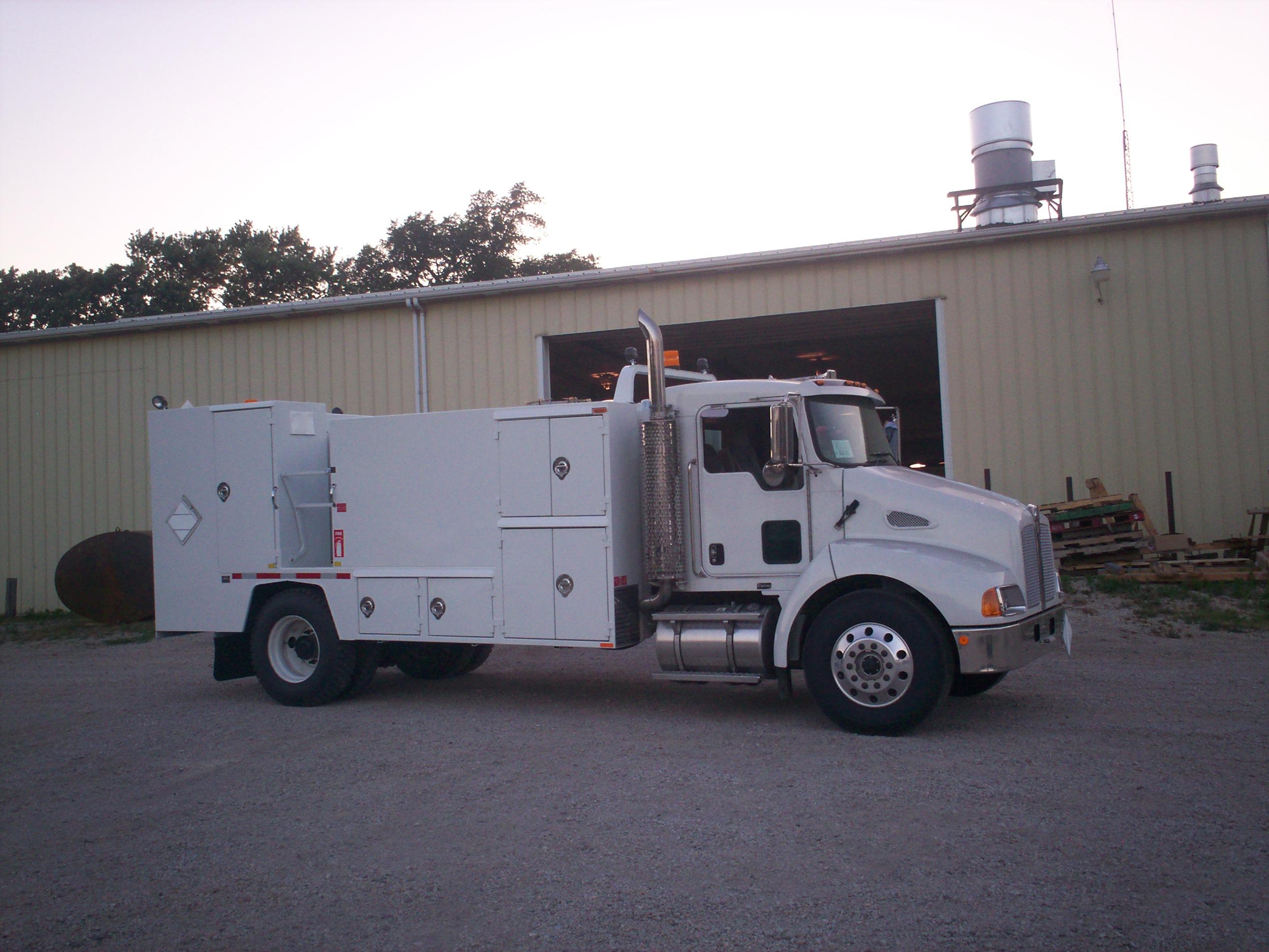 Lube Truck Curb Side (1)