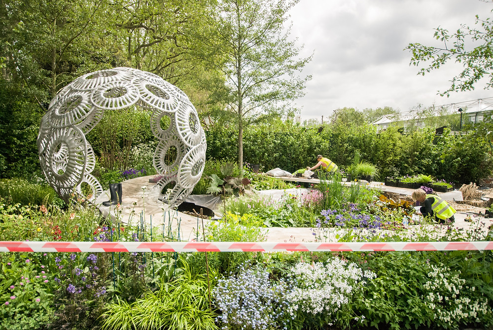 Building Rosy Harding's Freefolk Garden at Chelsea Flower Show 2016, photo by Georgina Cook