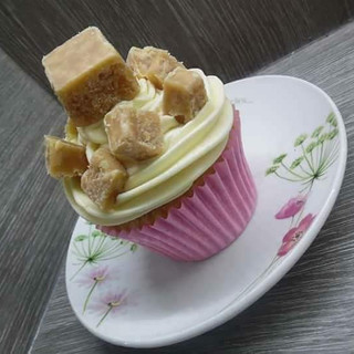 Clotted Cream Fudge Cupcake