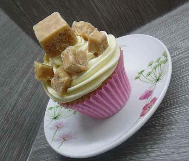 Clotted Cream Fudge Cupcake