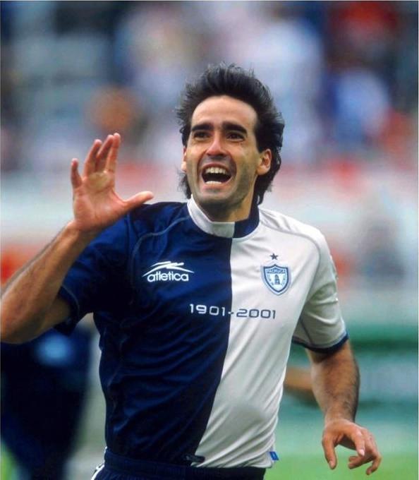 Walter Silvani anotó los dos goles de Pachuca en el partido del centeario