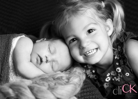 Newborn-mit-Schwester-Claudia-Könemann-F