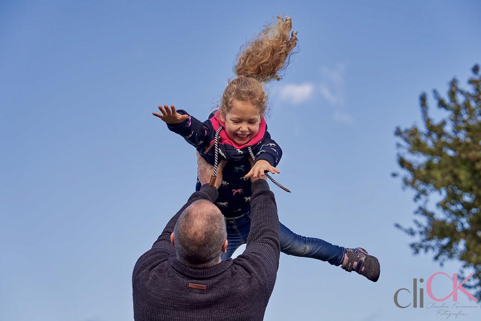 Spass-Spaß-beim-Familien-Fotoshooting-cl