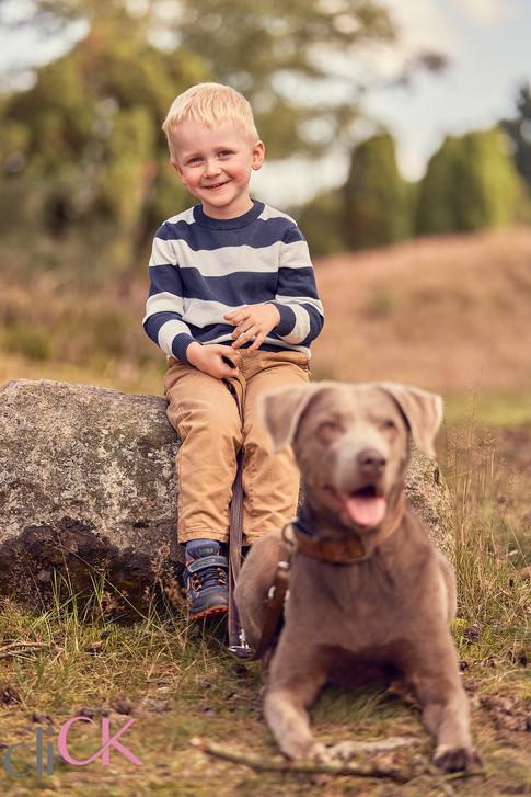 Familienfotos-mit-Hund-Outdoorshooting-B