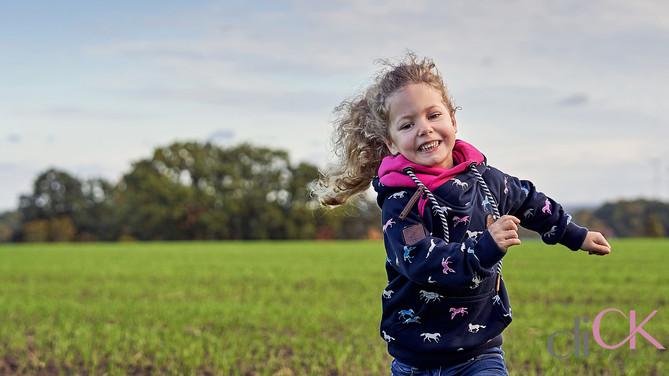 Kinder-spielen-fotos-Kinderfotografie-Br