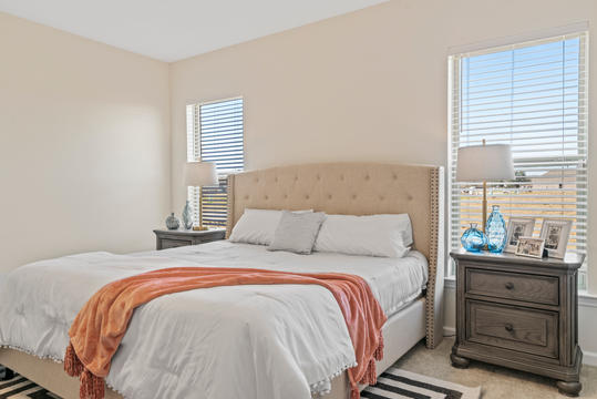cottages-at-savannah-row-master-bedroom