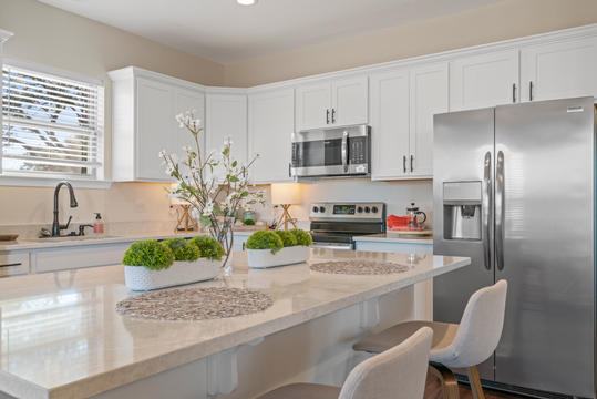 cottages-at-savannah-row-kitchen-1jpg