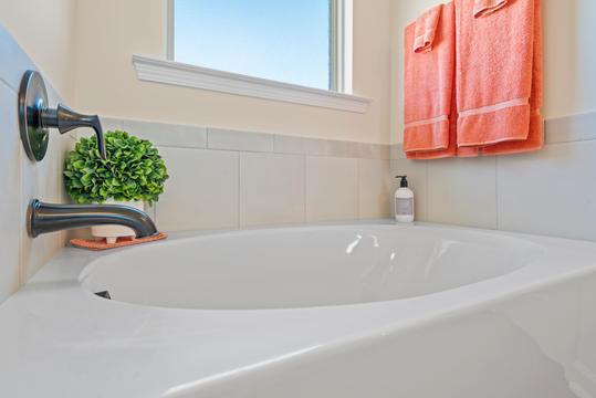 cottages-at-savannah-row-master-bathroom