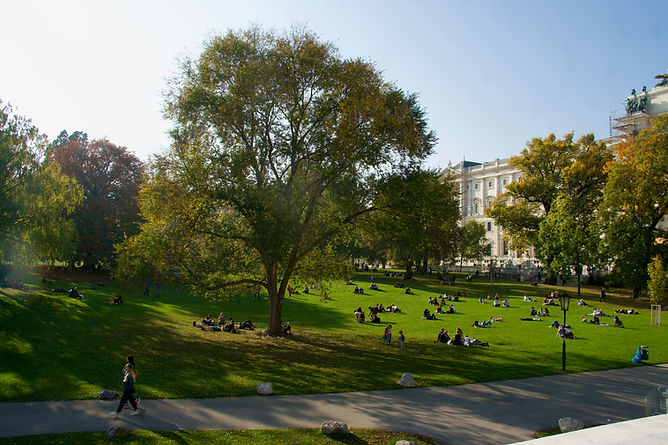 Vienna_Burggarten_ImperialPalace.jpeg