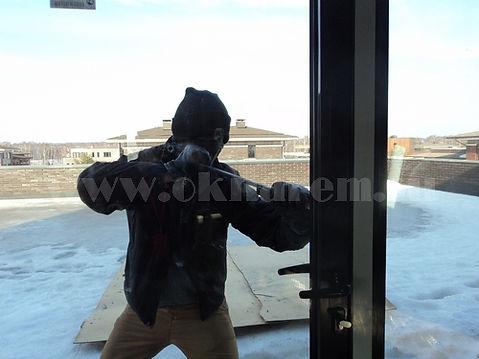 Установка противовзломной фурнитуры на двери