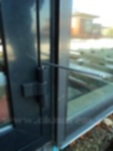 регулировка алюминиевой двери
