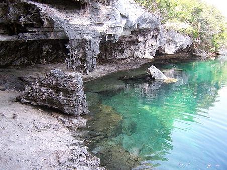 Blue Hole Hoffmans Cay.jpg