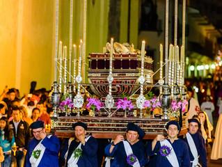 Viernes Santo:  Procesión del Santo Entierro de Cristo