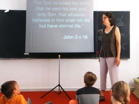 O aprendizado de inglês abre as portas para a comunidade