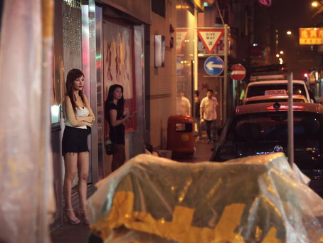 Orando por uma mulher na prostituição