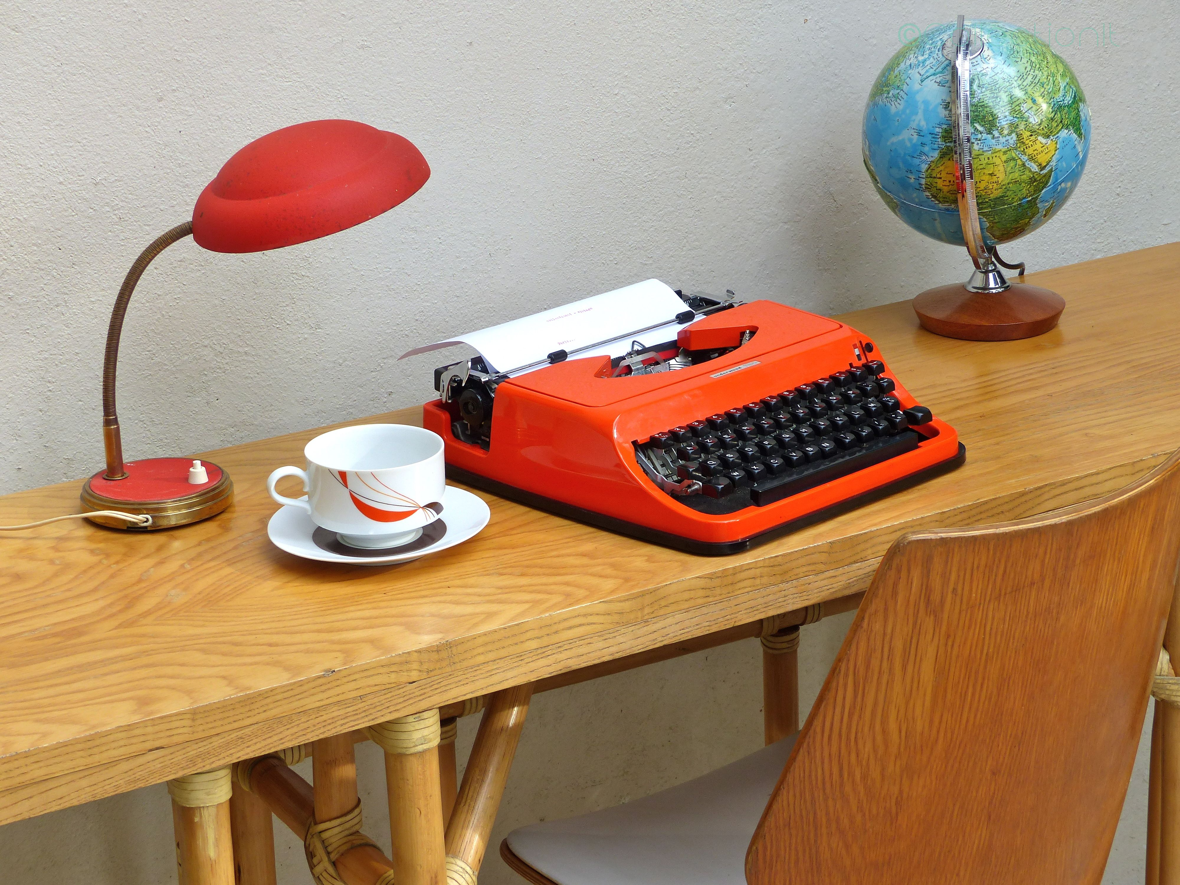 machine_à_écrire_orange_1