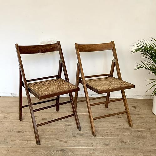 Chaise vintage cannée pliante - 2 disponibles