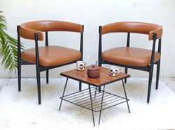 fauteuil scandinave vintage skai et bois noir 3