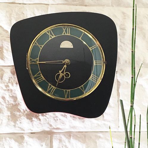 Horloge murale mécanique forme libre