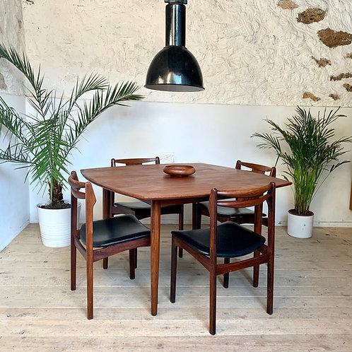 Table de repas scandinave vintage en teck de H.W.Klein