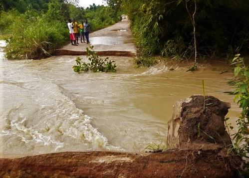 Wa Municipal: Residents of Zingu Massed Up to Reconnect Washed Away Bridge