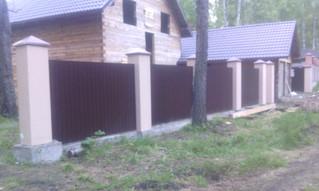 Обшивка профлистом на готовый каркас между бетонных столбов, 150 метров, стоимость работ 30 000 рубл
