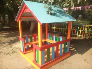 Беседки, детский домик в детский садик.  Стоимость с установкой 15 000р.