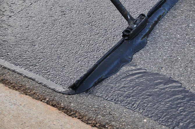 7 Benefits to Sealcoating Your Driveway