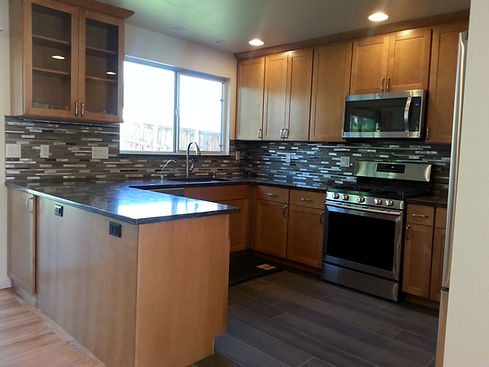 Home improvement contractor in Highlands Ranch with glass mesh backsplash