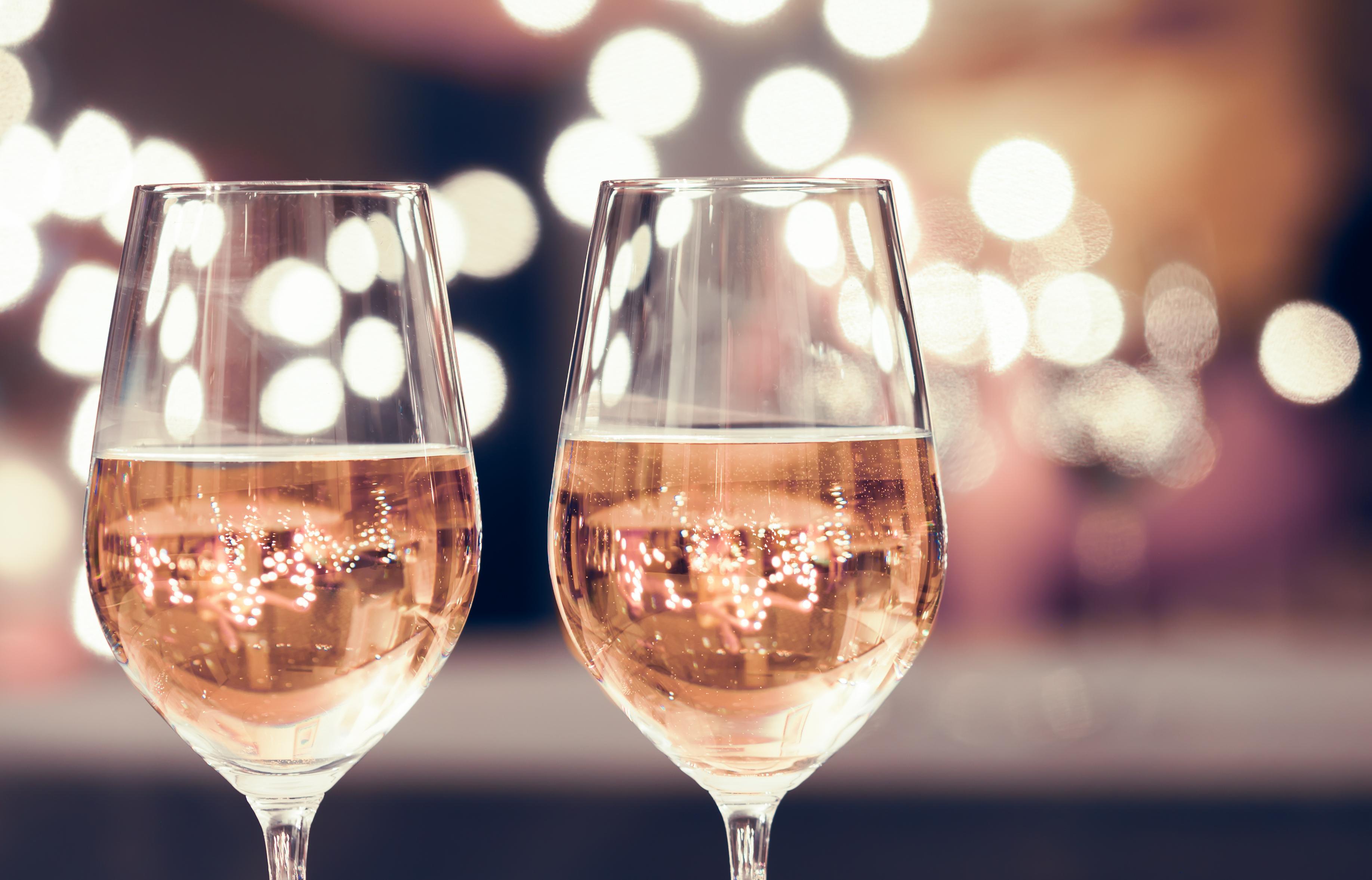 Wine-and-dine-509350902_3671x2354.jpeg