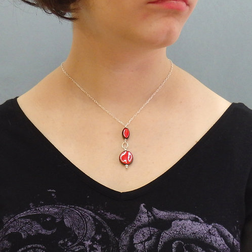 Collier perles rouges en céramique avec tige bélière sur chaîne