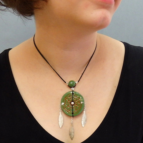 Collier attrape-rêves vert en céramique artisanale