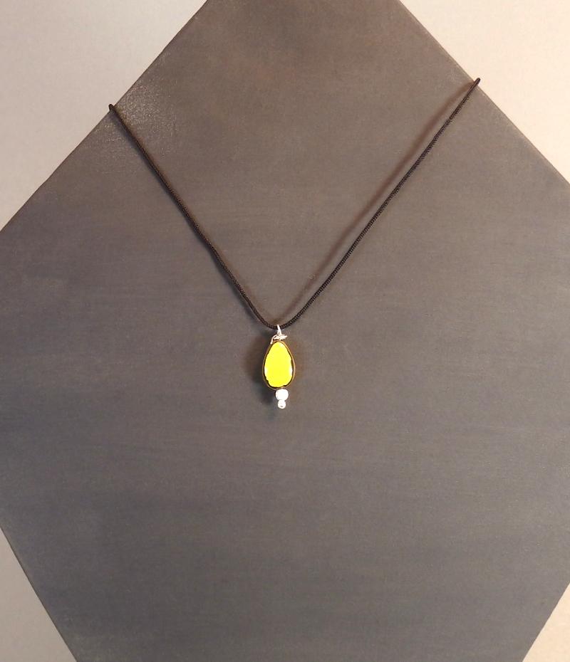 Collier jaune 18€