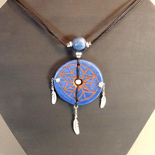 Collier attrape-rêves bleu en céramique artisanale