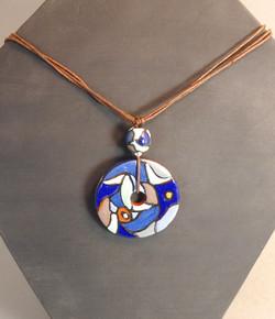 Collier bleu 43€