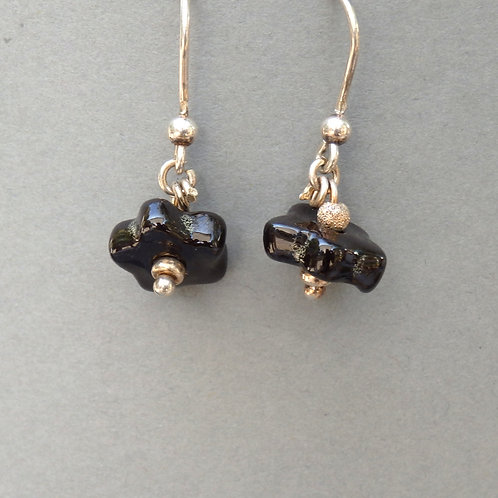 Boucles d'oreilles fleur noire sur argent Céramique Création a
