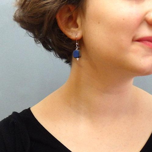 Boucles d'oreilles carré bleu et noir sur argent