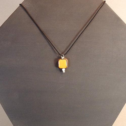 Collier carré orange Pendentif en céramique Création artisanale