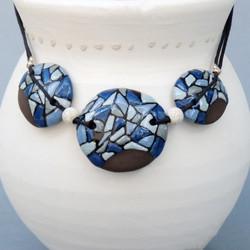 Collier bleu 62€