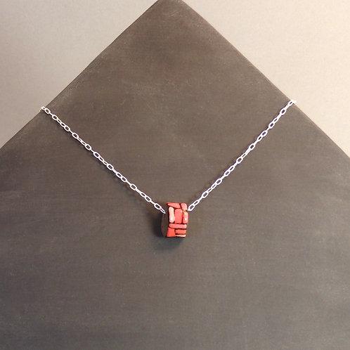 Collier perle rouge en céramique sur chaîne en argent