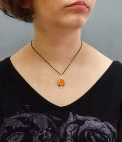 Collier orange 26€