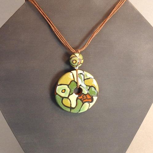 Sautoir perles vertes Pendentif donut et boule en céramique artisanale