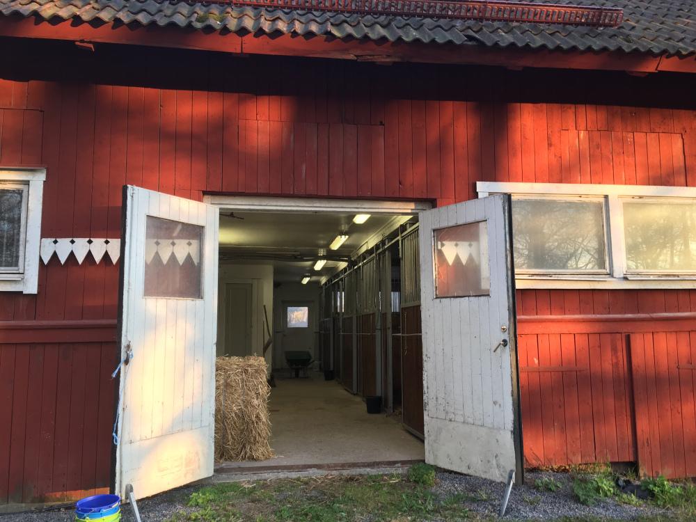 Ett av nedre stallen Berga