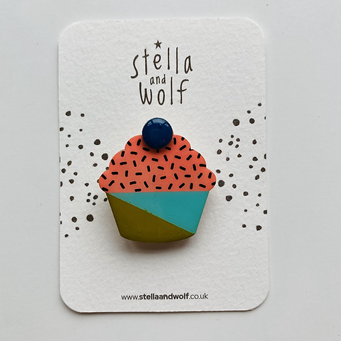 Stella and Wolf Cupcake brooch