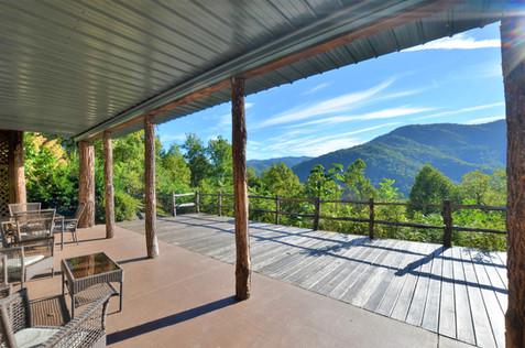 Lower Deck Smoky Mountain View