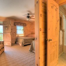 Private entrance - lodge twin and full bed